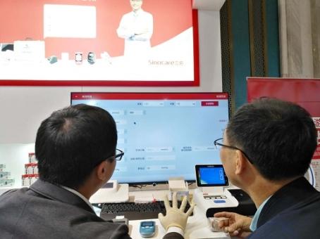 """携新品EA-18、金稳+及""""分钟诊所""""慢病监测系统亮相青岛,让慢病监测更简单"""